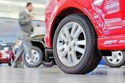 In der Zentralschweiz kann man sein Auto günstiger versichern als im Schweizer Durchschnitt. (Bild: Keystone/Gaetan Ball)