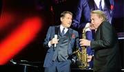 Weggefährten bis zum Schluss: Udo Jürgens und Pepe Lienhard bei einem der letzten gemeinsamen Konzerte (Tournee «Mitten im Leben», Salzburg, 2. Dezember 2014). (Bild: APA/Barbara Gindl)