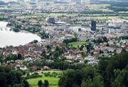 Der «reiche Kanton Zug» (im Bild die Stadt Zug) muss unter Umständen bald die Steuern erhöhen. (Bild Stefan Kaiser)