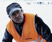 Eismeister Louis Schönbächler: ein Macher, der den Besucherinnen und Besuchern mit seinem Einsatz etwas bieten möchte. (Bild David Cai/Neue SZ)
