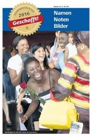 Leticia Nfinda freut sich im KKL Luzern über ihren Lehrabschluss. (Bild Corinne Glanzmann)