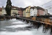 Das Reusswehr in Luzern. (Bild Pius Amrein/Neue LZ)