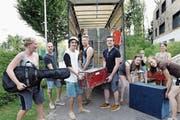 Ein Fixpunkt im Jahresprogramm der Jugendverbände: das Sommerlager. Auf dem Bild zu sehen ist die Pfadi Baar beim Verladen des Materials für das Lager im letzten Sommer. (Bild: Werner Schelbert (7. Juli 2017))