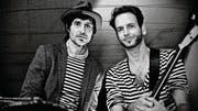 Die beiden Multi-Instrumentalisten Jesco Tscholitsch und Stefan Haas bilden das Duo Heligonka. (Bild: PD)