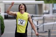 Der Gewinner: Riesenfreude bei Egon Auchli über seinen Sieg am 17. Nidwaldnerlauf. (Bild: Philipp Schmidli / Neue NZ)