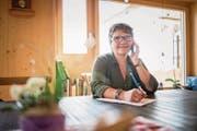 Margrit Kottmann aus Ohmstal nimmt bei «Offeni Tür i de Not» die Sorgen der Bauern entgegen. (Bild: Roger Grütter (28. September 2017))