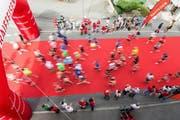 Läufer des ersten «Switzerland Marathon Light» in Sachseln. (Archivbild Neue OZ)