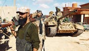 Soldaten der Libyschen Nationalarmee (LNA) südlich der Stadt Bengasi. Bild: Abdullah Doma/AFP (14. Januar 2017)