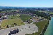 Das Industrieareal an der Aare mit langer Tradition: 1881 begann man hier mit der Zelluloseproduktion, 2008 wurde die gesamte Produktion stillgelegt. Mit der Biotechfabrik von Biogen kehrt nun neues Leben ein. (Bild: pd)