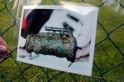 Ein Informationsbild einer Handgranate, das im Jahr 2000 in Ebikon aufgehangen wurde. (Bild: Archiv LZ)