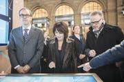 Bundespräsidentin Doris Leuthard informiert sich neben SBB-CEO Andreas Meyer am Digitaltag im Hauptbahnhof. (Bild: Ennio Leanza / Keystone (Zürich, 21. November 2017))