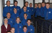 Regierungsrätin Yvonne Schärli-Gerig (links unten) mit einem Teil der Absolventen. (Bild Luzerner Polizei; siehe komplette Aufnahme unten)