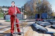 Unter Bauchef Hanspeter Kälin herrscht auf der Baustelle ein positives Arbeitsklima. (Bild: Werner Schelbert (Unterägeri, 3. November 2017))
