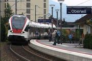 Zwischen Oberwil und Walchwil wird die S2 der Zuger Stadtbahn 2017 weniger häufig verkehren als bisher geplant. (Bild: Christof Borner-Keller / Neue ZZ)