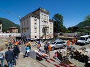 """Verschoben und leicht gedreht: Die 110 Jahre alte Villa """"Carmine"""" in Bellinzona nach der Verschiebung um 8,8 Meter. (Bild: KEYSTONE/TI-PRESS/DAVIDE AGOSTA)"""