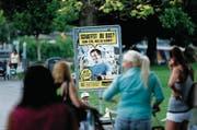 Mit Plakaten wie diesem sind die Zuger auf das Litteringproblem aufmerksam gemacht worden. (Bild: Stefan Kaiser (Zug, 28. Juli 2014))