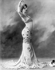 Gemäss Augenzeugen war Mata Hari als Tänzerin unwiderstehlich. Das undatierte Foto zeigt sie im typischen orientalischen Look. (Bild: Keystone)