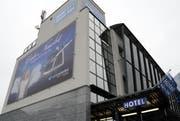 Der Engel beim Hotel Stans-Süd wünscht gute Nacht: Hoteliers sollen bezahlen, egal ob Betten besetzt sind. (Bild: Markus von Rotz / Neue NZ)