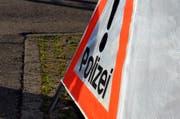 Die Polizei fand an der Unfallstelle Teile eines Volkswagens. (Symbolbild Adrian Venetz / Obwaldner Zeitung)