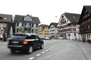 Im Rothenburger Dorfkern wurde vom April 2014 bis April 2015 versuchsweise eine Tempo-30-Zone eingerichtet. Der Schlussbericht zeigt jedoch keinen signifikanten Nutzen. (Bild: Corinne Glanzmann / Neue LZ)