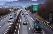 Die Autobahn A4 zwischen Cham und Rotkreuz wird auf sechs Spuren ausgebaut. (Bild Werner Schelbert/Neue ZZ)