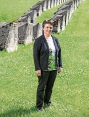SVP-Politikerin Vroni Thalmann (48) bei der geschützten Panzersperre. (Bild: Roger Grütter, Flühli, 8. Juni 2017)