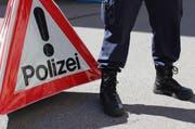 Ein Polizist der Zuger Polizei bei einem Unfall (Symbolbild). (Bild: Zuger Polizei)