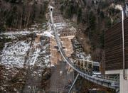 Die neue Stoosbahn bei einer Testfahrt. (Bild: Nadia Schärli (Muotathal, 23. November 2017))