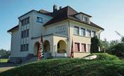 Das Schulhaus Matten in der Hünenberger Reussebene wurde 1933 durch den Zuger Architekten Emil Weber erbaut. Es wurde neu ins Inventar aufgenommen. (Bild: PD)