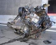 Das Auto wurde beim Aufprall total zerstört. (Bild: Luzerner Polizei (Horw, 2. November 2017))