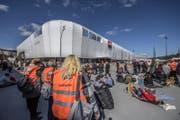 Die Mall of Switzerland wurde evakuiert und grossräumig abgesperrt. (Bild: Pius Amrein (Ebikon, 14. März 2018))