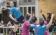 Aufstrebende Spono-Spielerin: die 19-jährige Xenia Hodel (am Ball). (Bild: Boris Bürgisser (Nottwil, 8. Oktober 2017))