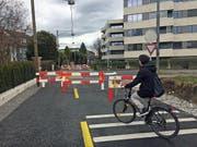 Kein Vortritt: Schranken bremsen Velofahrer auf dem neuen Veloweg Luzern-Kriens auf dem ehemaligen Zentralbahntrassee vor der Horwerstrasse. (Bild: René Meier (Luzern, 7. März 2017))