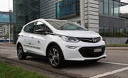 Etwa 400 Kilometer weit kommt man mit dem fünfplätzigen Elektroauto Opel Ampera-e. (Bild: Bruno Knellwolf)