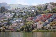 Im Kanton Schwyz, wie hier in Bäch, setzen die Käufer von Immobilien vorwiegend auf Eigentumswohnungen. (Bild: Keystone/Gaetan Bally)