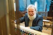 Wolfgang Sieber an der Orgel der Hofkirche. (Bild: Dominik Wunderli (Luzern, 18. Dezember 2017))