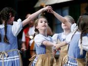 Die Kindertanzgruppe des Trachtenvereins Risch-Rotkreuz hat für ihren Auftritt viel Applaus erhalten. (Bild: Stefan Kaiser (Rotkreuz, 28. Oktober 2017))