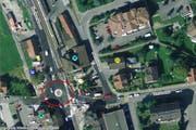 Der Kreisel Rosenegg (rot eingekreist) in Ballwil. (Bild: map.search.ch)