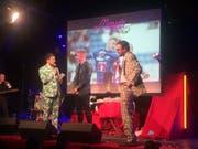 Die Moderatoren Samuel Konrad (links) und David Roth (rechts) im Gespräch mit FCL-Spieler Marvin Schulz. (Bild: Roman Hodel (Luzern, 10. Januar 2018))