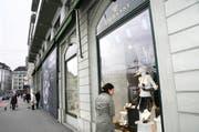 Das Münchner Unternehmen wird die Anteilsmehrheit von Embassy halten. Im Bild: Das Embassy-Geschäft am Schweizerhofquai in der Stadt Luzern. (Bild: Manuela Jans)