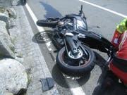 Der Motorradfahrer musste mit der Rega ins Spital geflogen werden. (Bild: Kapo Uri)