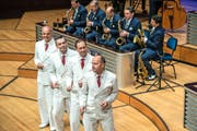 Die Vokalgruppe The Skylarks bereicherte den Sound des Swing Dance Orchestra. Bild: Dominik Wunderli (25. September 2016)