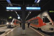 Zwei Kompositionen der Südostbahn SOB im Bahnhof Einsiedeln. (Bild: SOB)