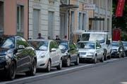 Sind meist besetzt: Parkplätze auf der Sempacherstrasse beim Vögeligärtli. (Bild: Corinne Glanzmann (Luzern, 3. Juli 2017))