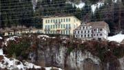 Das Durchgangszentrum für Asylbewerber im ehemaligen Hotel Degenbalm über Morschach. (Bild: Sigi Tischler / Keystone)