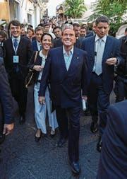 Forza-Italia-Chef Silvio Berlusconi mit Anhängern auf der italienischen Insel Capri. (Bild: Salvatore Laporta (Campania, 20. Oktober 2017))