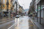 Auf der Hirschmattstrasse im Neustadtquartier gilt derzeit noch Tempo 50. (Bild: Dominik Wunderli (Luzern, 4. Dezember 2017))