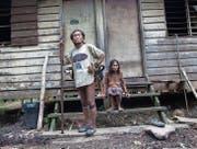Bruno Manser lebte jahrelang beim indigenen Volk der Penan – hier ein altes Paar – im Regenwald von Sarawak. (Bild: PD)