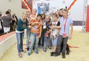Die Kategorie Jugendliche, Gruppe, entschied die Primarschule Pfaffnau für sich. Unter der Leitung von Lehrerin Irene Van den Berg reichten die Schüler ein Werk zum Thema «Schiess- und Scheissbude» ein. Sie erhielten dafür ein mit 350 Franken gefülltes Sparschwein. (Bild: PD)