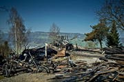 Die Scheune brannte bis auf die Grundmauern nieder. (Bild: Pius Amrein / Neue LZ)